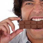 Почему постоянно хочется сладкого мужчине: причины