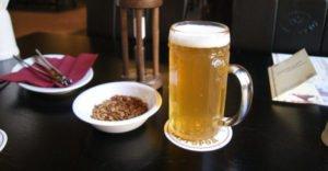 Почему, когда пьешь пиво, хочется в туалет