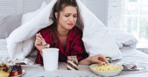 Почему при стрессе хочется сладкого: причины
