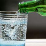 Почему хочется минеральной воды с газом: причины
