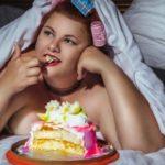 Почему после сна сильно хочется сладкого: причины